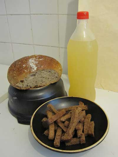 kvas and rye bread
