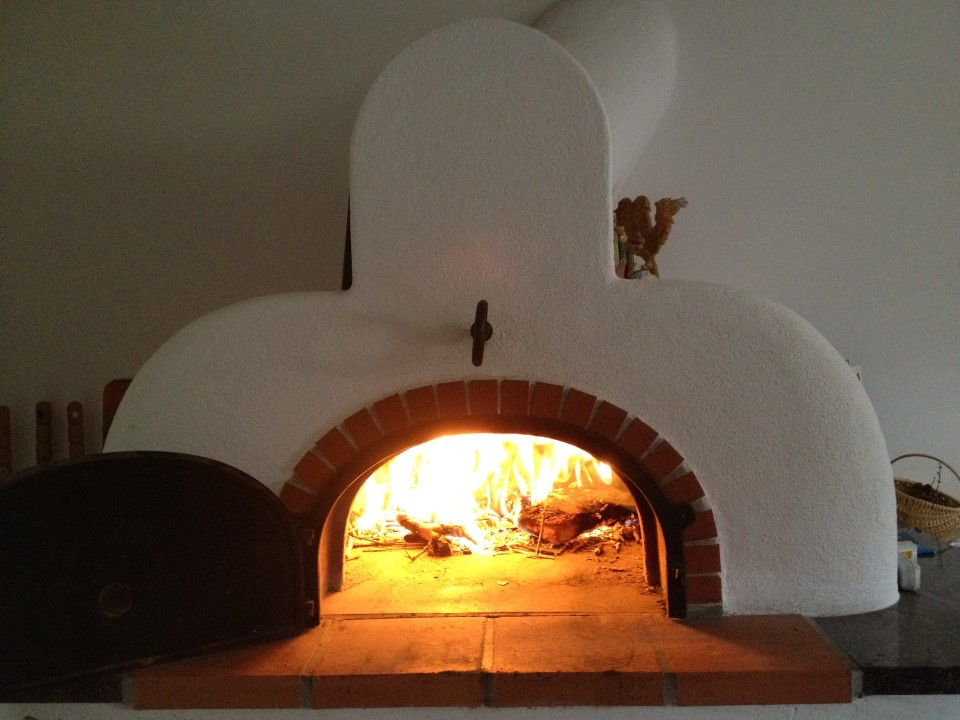 i have a small wood fired pizza oven at home built by myself the internal diameter is 70cm and the thickness of the walls is about 35mm