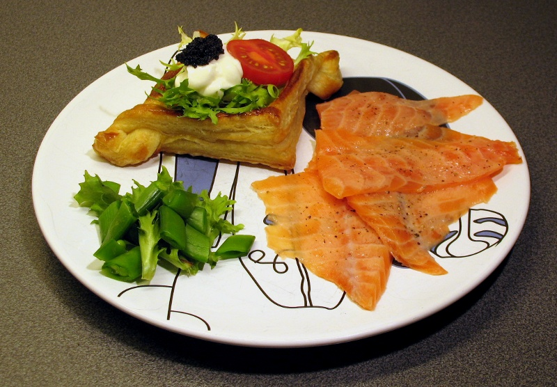 Puff pastry diamond and salmon carpaccio