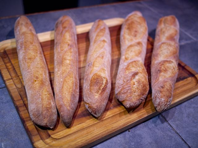 how to keep a loaf of bread fresh