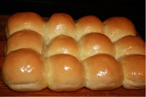 crescent shaped dinner rolls buttery dinner rolls these rolls are the ...